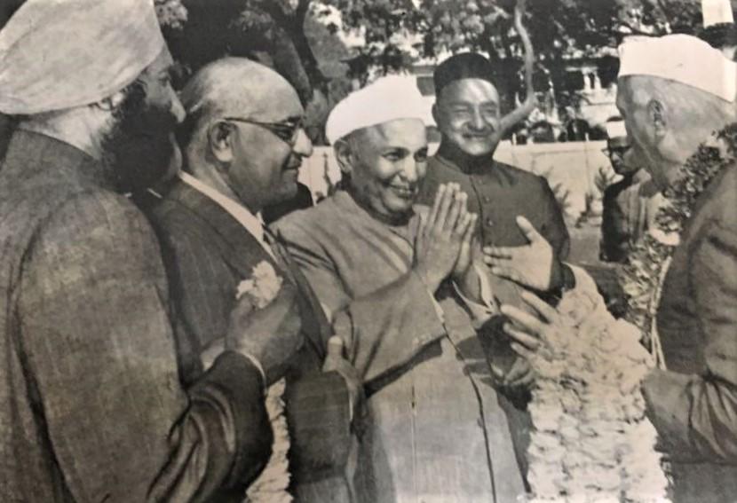 Sh_Jawaharlal_Nehru_greeted_by_Sh